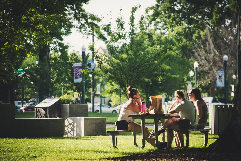 Where to eat outside in downtown Woodstock, GA